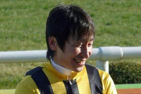 「訳わからん」天才、横山典弘騎手が魅せた! 差し馬ミツバでまさかの「逆ポツン」に、府中も京都も拍手喝采!