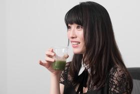 今野杏南が青汁を初体験!牛乳&ヨーグルト割りを飲んだ、意外な感想とは?