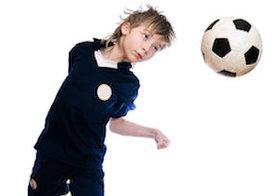 サッカーの「ヘディング」で記憶力が半減! 米国では「子どものヘディングを禁止」