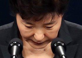 韓国・朴大統領の「親友」、主導する財団へロッテから巨額出資…関与の疑惑浮上