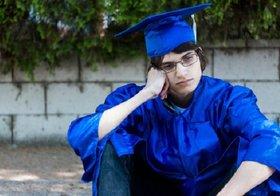 大卒者の3割が年収3百万以下、奨学金返済地獄…仕送り月10万、所得=学歴格差鮮明