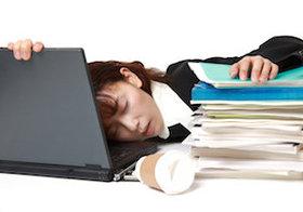 日本人の<居眠り>は勤勉さの象徴か? 公共の場でも眠れる日本人のナゾ