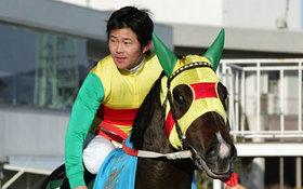 JRA小牧太「落馬重傷」で「引退」に現実味......「奇跡の復活」三浦皇成と似た状態も、26歳と50歳の差大きく......