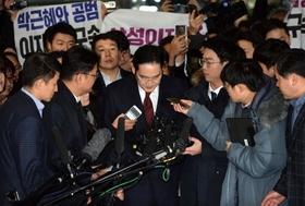 韓国国民の世論が招いた韓国崩壊…サムスン解体へ、副会長と朴大統領は起訴で容疑者に
