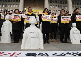韓国、慰安婦合意破棄と市民革命で、日米との同盟断絶か…親中国へ傾斜の末路