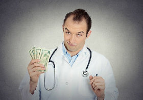 医療費を多くかけるのは「ヤブ医者」?医療費が少なくても再入院率や死亡率に差はなし!