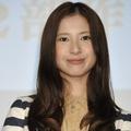 吉高由里子、生放送中に妊婦を突き飛ばしケタケタ笑いの異常行動…共演者はあわてる