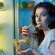 夜遅くに食事するのは人体に危険!尿路結石や逆流性食道炎のリスク増、翌朝「だるさ」も