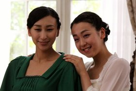 浅田舞、真央との「確執暴露ネタ」連発に批判殺到…タレント活動に妹と母を「利用」