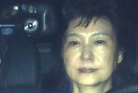 拘置所で全裸にされて肛門の中まで調べられる韓国・朴槿恵…「韓国の恥」で支持率0%