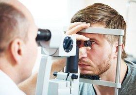なぜ眼科医は、自身はレーシック手術を受けない?安全性認められず危険?