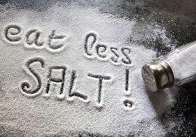 睡眠中に尿意で目覚める人は病気のおそれ…「減塩」で排尿が改善する可能性
