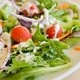 ドレッシング、大量の塩分含有で人体に害も…サラダ1食でカップ麺1個分