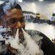 電子たばこ、電車内で喫煙や爆発事故など続出で社会問題化…なぜスタバはOK?吸える場所リスト