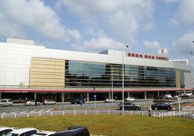 福岡空港、市議会で内ゲバ…運営権めぐりオリックスvs.地元連合の争奪戦先鋭化