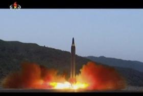 軽井沢町、北朝鮮のミサイル攻撃に備え防毒マスク購入検討…町民にミサイル落下避難講座も