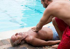溺れた人には「AED」より「胸骨圧迫」が有効?脳に障害を残さず生還が3倍もアップ