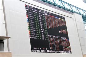 札幌記念「女帝エアグルーヴ」圧巻の連覇。武豊「不在」のエアスピネルは「同門」の偉大な先輩に続けるか