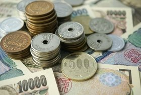 毎日のコーヒー代が10年で100万円、保険料は生涯で1000万円の出費に?お金が貯まる人の思考法