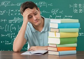 休日がない…小中学校教員、異常な長時間残業&理不尽な保護者対応で精神疾患続出
