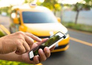 ウーバーにドライバー流れ大手タクシー会社が倒産…遥かに便利なウーバーが選択される日