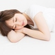 クソ暑い夜、寝るときは一晩中「冷房かけっぱなし」にすべき!熱帯夜でも熟睡する方法