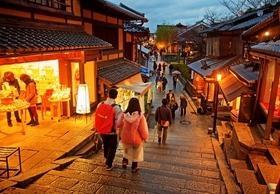 外国人観光客、地方のマイナーな土地の隅々にまで殺到…大人気の「聖地巡礼」とは?
