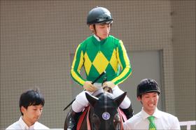 JRA川田将雅騎手「絶好位」から、まさかのドン詰まり......2番人気オーヴィレール「無抵抗」12着大敗に批判殺到