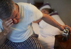 腰痛で睡眠の質低下、睡眠不足で腰痛悪化…悪循環を断ち切る方法とは