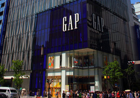 GAP、大量閉鎖の嵐…「割高」価格&容易な値引きセール頻発で信頼低下
