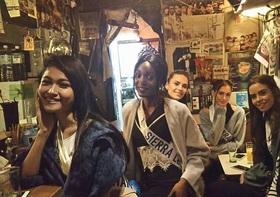 美女集結の衝撃グラビア写真!突然、新宿・歌舞伎町に美女が大挙で騒然!
