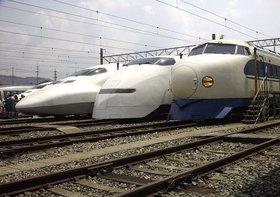 新幹線の全列車の本数を調べてみたら、平均1分14秒間隔でごった返し状態だった