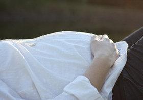 幸せそうな妊婦のイメージは想像図 「楽しくない」し不安で憂鬱なマタニティライフの実際