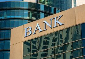 金を貸さなくなった銀行が人員削減競争突入