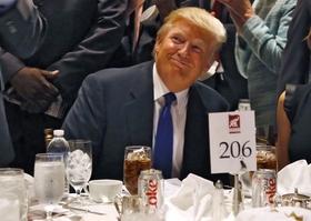 コーラ1日12本、一度にマック4個…トランプ米大統領、ついに体に異変発生