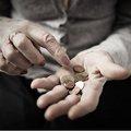 あなたの老後資金不足を招く「意外な」毎月の支出とは? 便利で節約のはずが逆効果