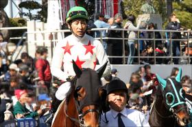 JRA横山典弘騎手「史上最悪のポツン」が日本の頂点に!? 断トツ最下位で「ダービーの冒涜」大批判を集めた馬がレイデオロと並ぶ