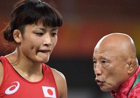 伊調馨と田南部コーチ、二人の行動がレスリング協会内で問題視…「目のやり場に困る」