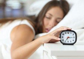 朝、「いつまでも眠い」症状を解消する方法
