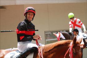 JRA活躍M.デムーロ騎手でも「知名度歴然」......イニエスタ選手との「ツーショット」も当然ながら差が......「騎手と説明」