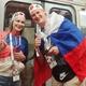 日本対ベルギー戦直前!会場を埋め尽くす、日本を応援する「ロシア人サポーター」と日本人が感動的交流!