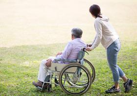 介護離職で年収ダウンの現実 仕事と介護の両立に不安