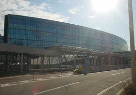 新千歳など北海道7空港一括民営化、入札は出来レースか…地元企業びいきで他社は当て馬との見方も