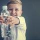 ペットボトルの水、プラスチック汚染との調査結果…広く食品や空気も汚染、体内に侵入
