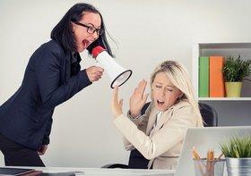 職場で更年期障害とみられる女性への適切な対応 自身が更年期だと感じた場合の対処法