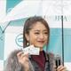 JRAに「みちょぱ」降臨! 池田美優が誕生日サプライズと初「馬券体験」に興奮