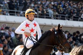 JRA横山典弘騎手、今年最後の「ポツン」に大ブーイング!? 開幕週逃げ馬ロードヴァンドール「最後方追走」から最下位ゴールに悲鳴