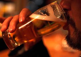 勝谷誠彦死去、劇症肝炎の恐怖…毎日多量飲酒で肝硬変になる確率は50%に上昇