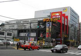 """伊藤忠を「取り込んだ」ドンキ…""""引退した""""創業者、海外展開やユニー・ファミマ買収で暗躍"""
