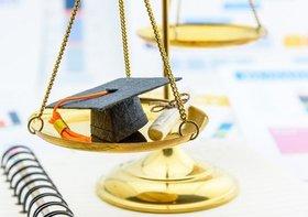 法科大学院制度が失敗、国が抜本的見直しを検討か…「旧司法試験」復活論も
